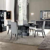 Monte Carlo Table and Four Chairs